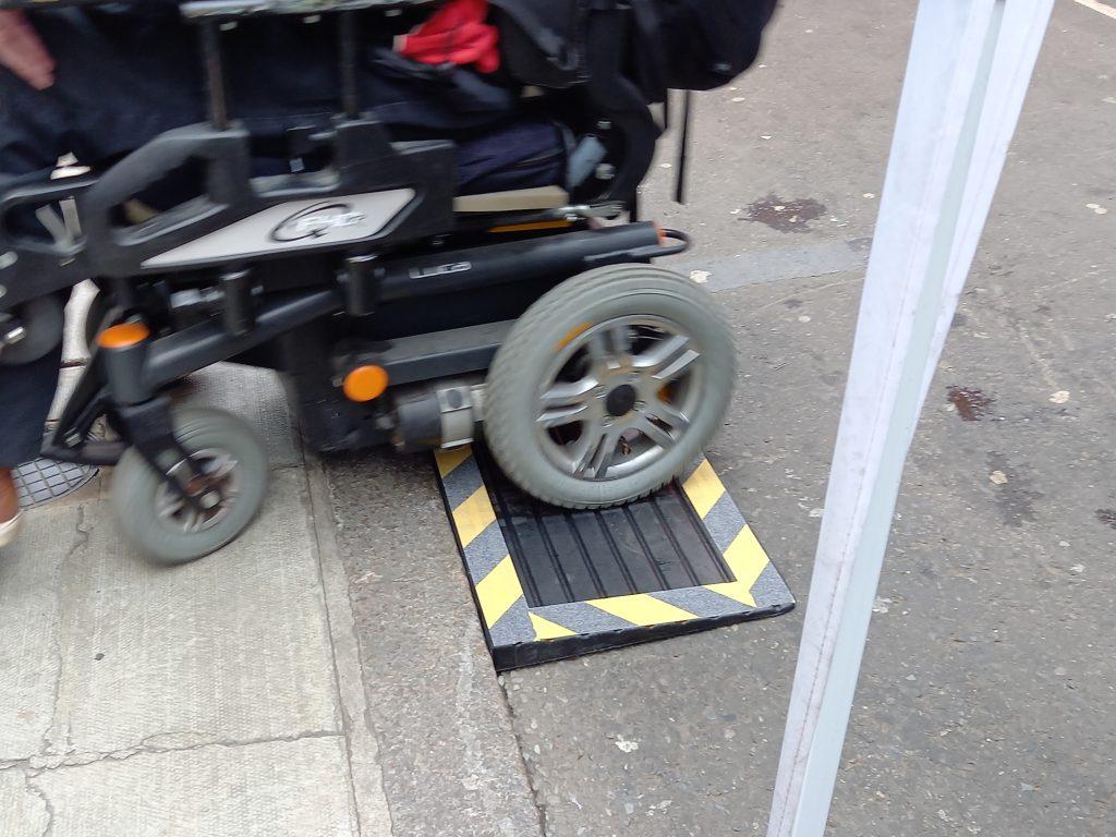 An electric wheelchair using a rubber ramp